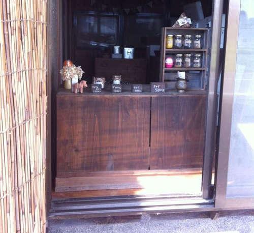 安曇野市三郷温の仮店舗でカレー粉とチャイを売っています
