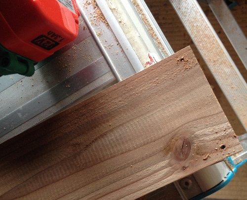 杉板をカット